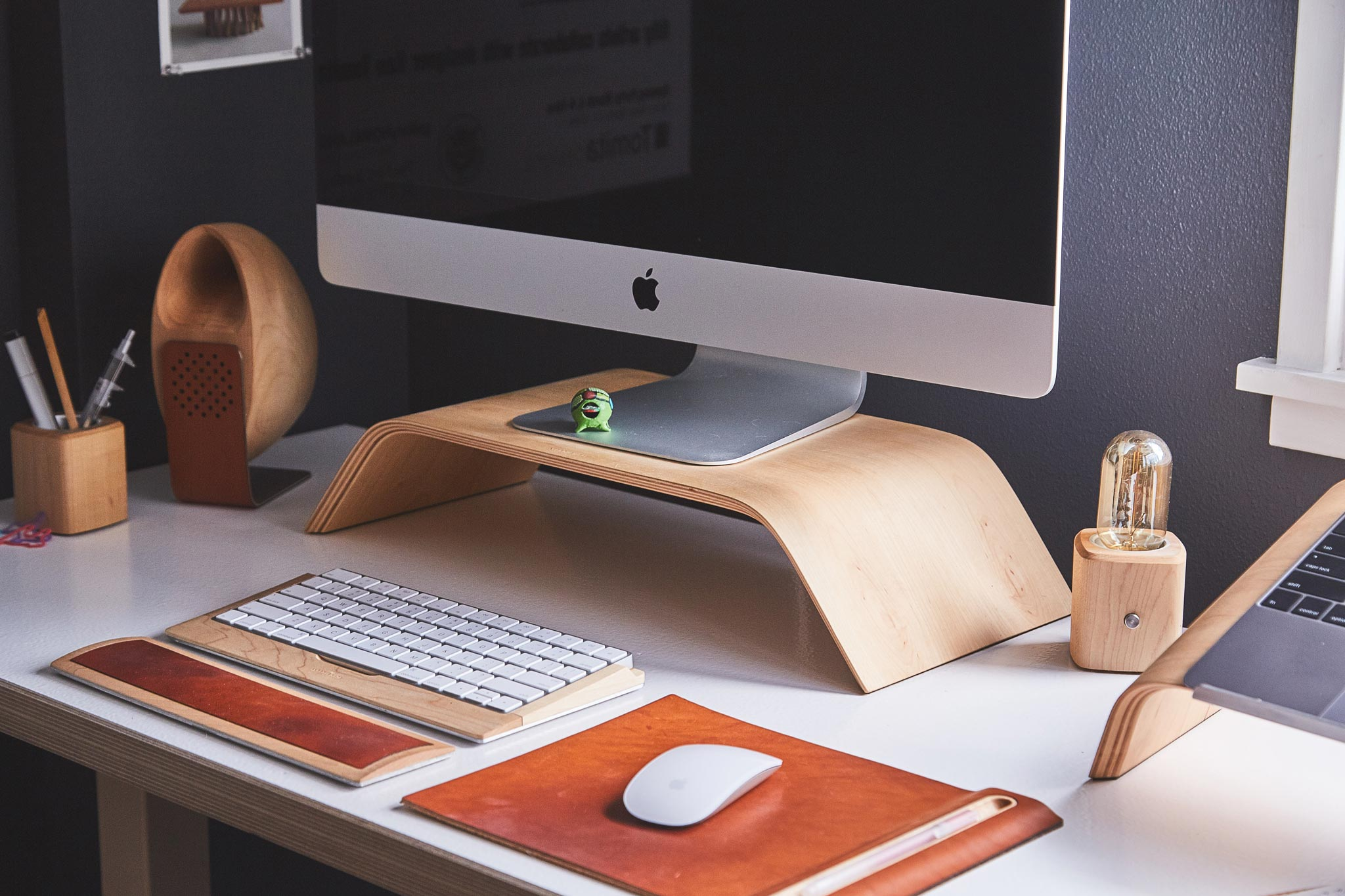 How decluttering your desk can increase work productivity